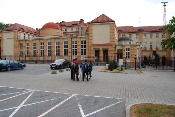 Na dziedzińcu Akademii Marynarki Wojennej w Gdyni