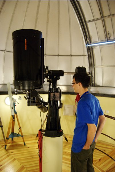 Teleskop systemu Schmidt-Cassegrain firmy Celestron z kamerą CCD SBIG ST-7