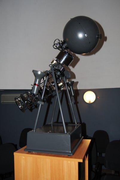 Projektor główny Goto E-5 w planetarium UJK w Kielcach