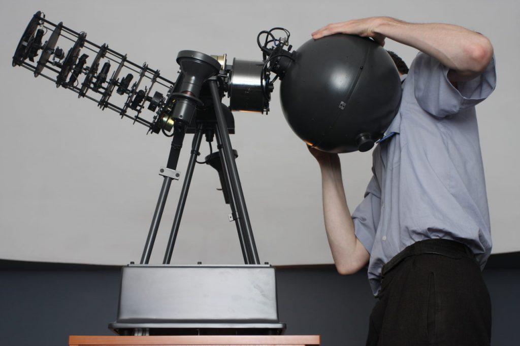 Projektor główny Goto E-5 w planetarium UJK w Kielcach (fot. Aleksander Dera)