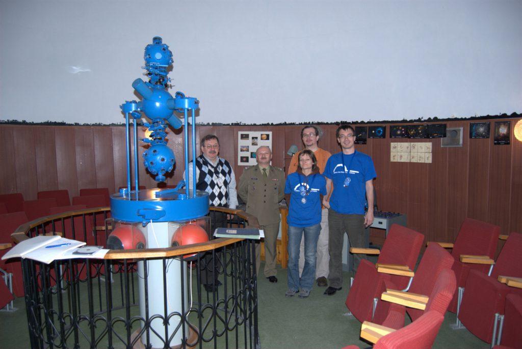 Ekipa PPP i gospodarze planetarium w Komorowie